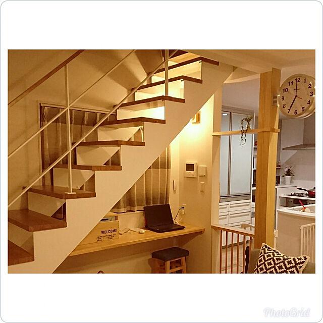 Lounge,間接照明,アイランドキッチン,ナチュラルモダン,グレーインテリア,ダイソー,北欧,フェイクグリーン,ニトリ,オープン階段,作り付け,DIY,柱,DALTON mariの部屋