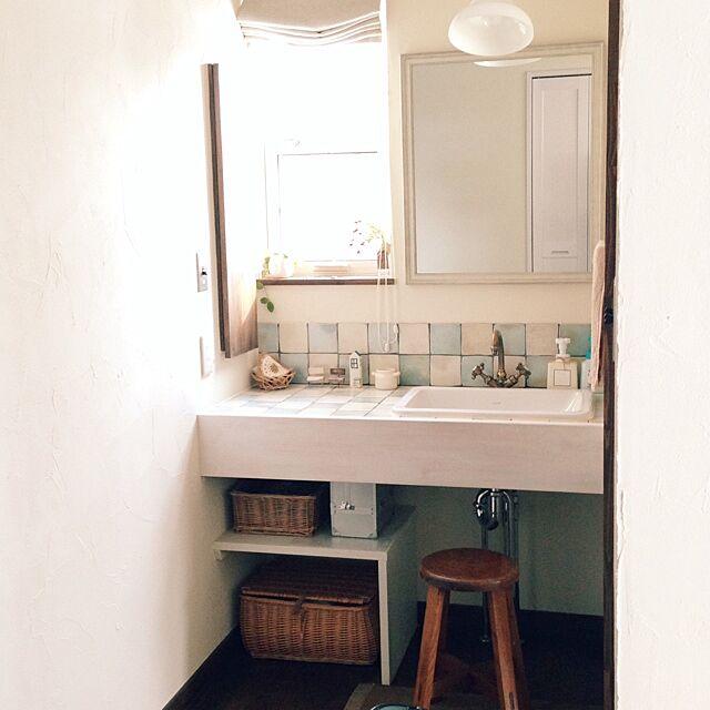 Bathroom,洗面所,名古屋モザイク,後藤照明,アンティークスツール,籐かご chapiの部屋
