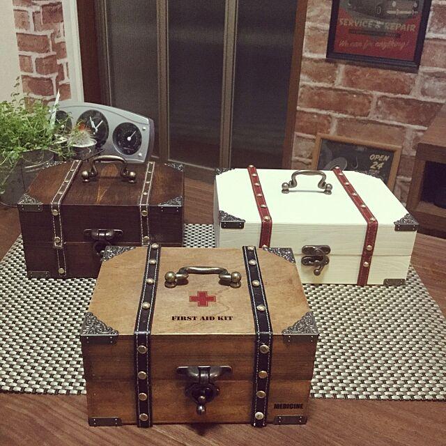 Lounge,薬箱にしてます,薬箱DIY,手作り雑貨,ボックスDIY,ダイソーのアンティーク金具,セリア木箱,アンティーク雑貨,救急箱DIY,気まぐれハンドメイド,DIY yujinの部屋
