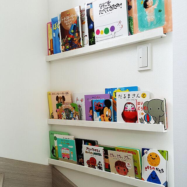 My Shelf,コレ、DIYしたよ!,DIY,ホワイトインテリア,絵本棚,リビング階段,ウォールシェルフDIY,吹き抜け階段,こどものいる暮らし kinaの部屋