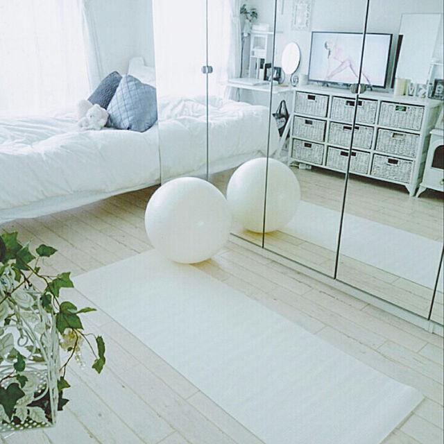 ヨガマット,バランスボール,宅トレ,鏡,白,ナチュラルインテリア,整理収納アドバイザー,おうち時間を楽しむ,魅せる防災備蓄収納,白好き,おうち時間,白い家具,ホワイトインテリア,観葉植物,IKEA,Bedroom Mayumiの部屋