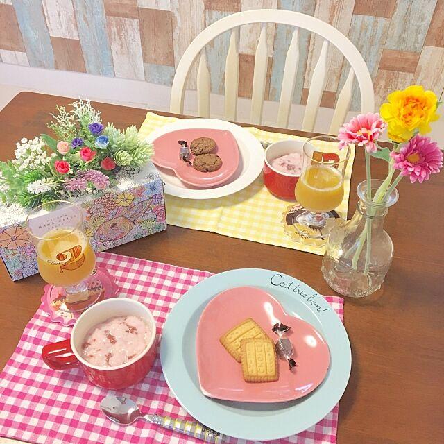 Kitchen,いちご,フルーチェ,おやつタイム,木製家具,お部屋にFIT,塗り絵ができるティッシュ,お花のある暮らし,ネピア大人の鼻セレブ,お花,ガーリー,春,グリーン,ダイニングテーブル&チェア konomiの部屋
