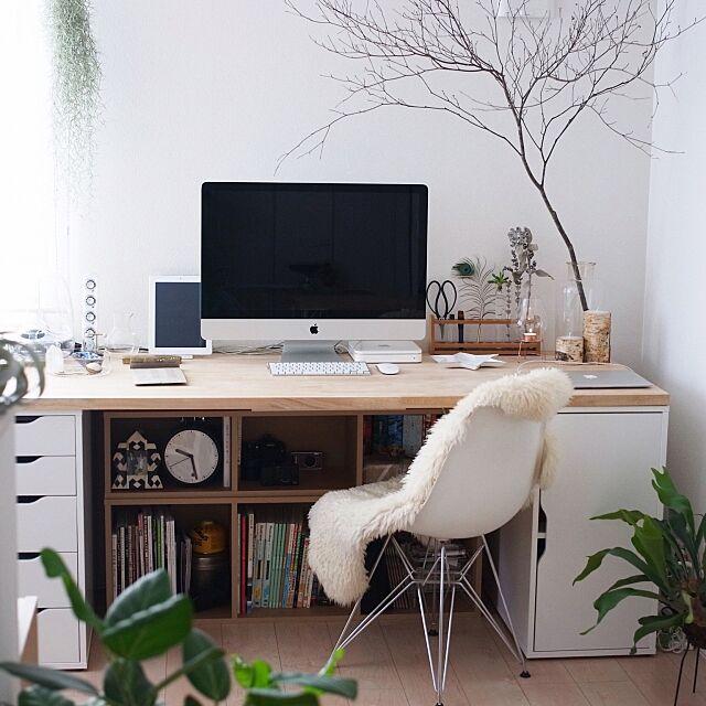 My Desk,イームズ,シェルチェア,本棚,無印良品,IKEA,小泉硝子製作所,薬瓶,試験管,ボタニカル,Astier de Villatte Katsuraの部屋