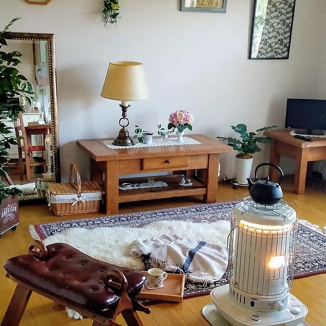 Lounge,南部鉄器,築40年以上,一人暮らし,団地,オットマン,石油ストーブ,ランプ,木製ミラー,ムートンラグ,無垢の家具,冬支度,コロナストーブ sanaの部屋