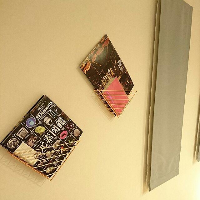 On Walls,シンプルライフ,シンプル,Umbra,コッパー,ミニマル,本収納,見せるディスプレイ,壁面収納,ウォールシェルフ Jinaの部屋