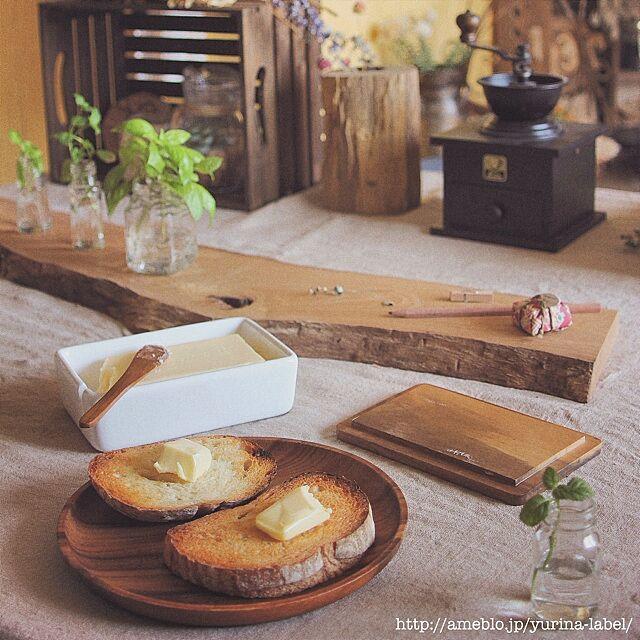 Kitchen,バターケース,朝食,木のテーブルランナー,コーヒーミル,木のお皿 Yurinaの部屋