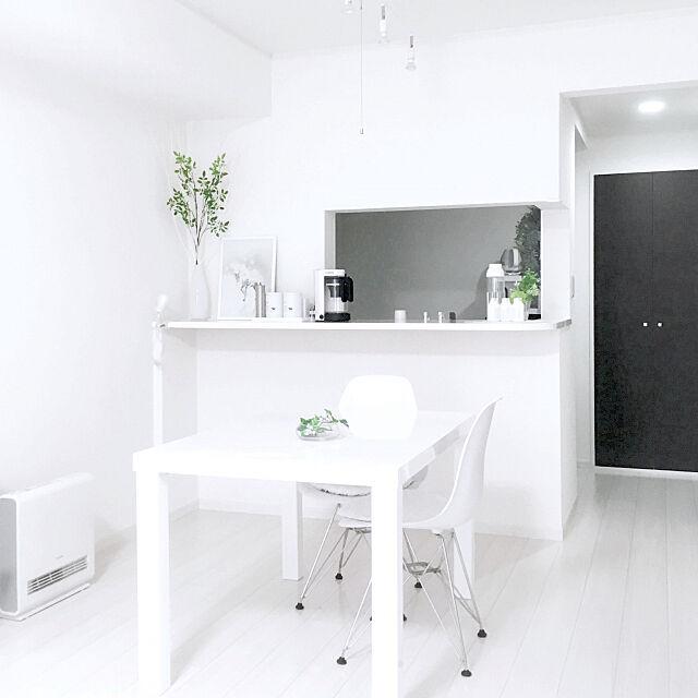 Overview,イームズチェアリプロダクト,白いダイニングテーブル,ニトリのテーブル,ダイニングテーブル,白い家具,ホワイト,賃貸物件,白が好き,ニトリ,白いインテリア nekozonbiの部屋