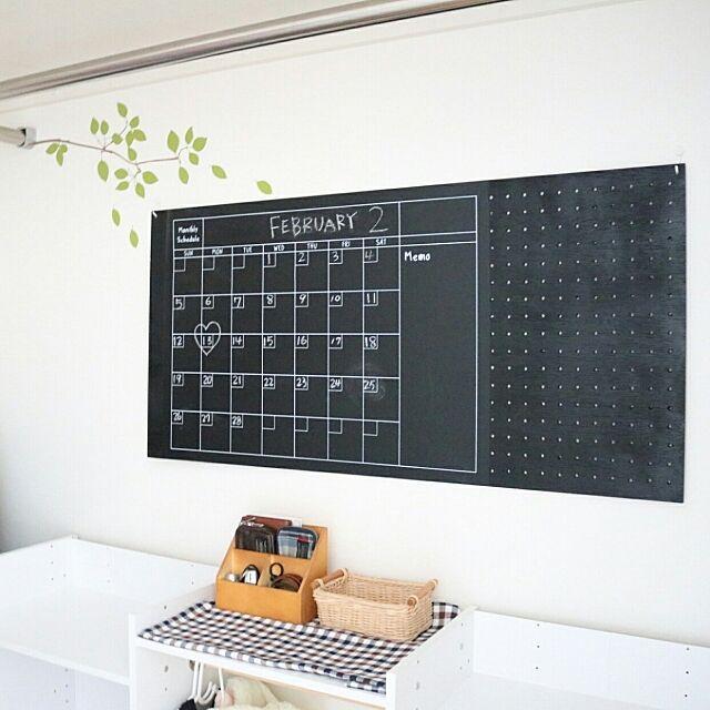 On Walls,狭いスペースを生かしたい,ハンドメイド,DIY,DIY板壁,ベニヤ板,有効ボード,男前インテリア,ナチュラルインテリア,ダイソー,100均,100均リメイク,黒板,黒板シート,黒板DIY,チェックが好き,手作り,ウォールステッカー,入園準備,入学準備,こどもと暮らす。,予定表,予定表ボード,クローゼット,キッズスペース 411.kaoriiiiの部屋