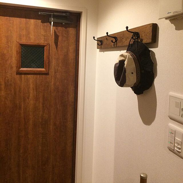 Entrance,セリア雑貨,ブラック塗装,古材×アイアン,アンティークダブルフック,吊り下げ収納,DIY,オイルステイン,いいね!ありがとうございます! goakihatomo54526の部屋