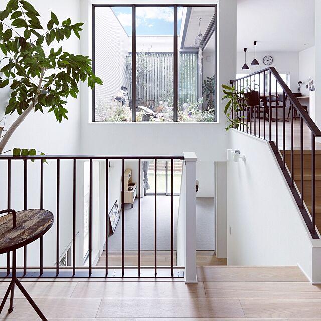 Overview,シンプルにすっきりと暮らしたい,シンプルな暮らし,シンプルライフ,シンプル,リビングから見たそらのま,リビングからの眺め,スキップフロア,中庭風,そらのま,観葉植物,植物,クロスフロア kcoの部屋