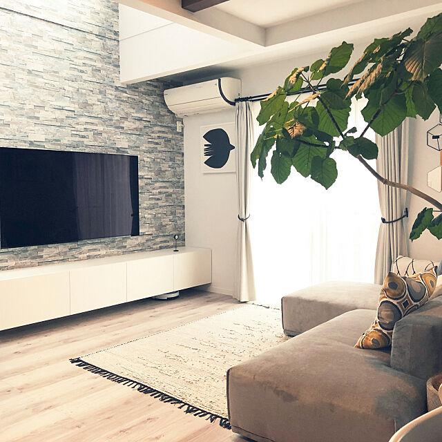 Lounge,IKEA,BESTA,アクセントクロス,壁掛けテレビ,掃除,メーネ ソファ,ローソファ,ウンベラータ,Francfranc,IKEA クッションカバー,観葉植物,Dフロア ホワイトオーク,こどもと暮らす。,BRAVIA nacocoの部屋