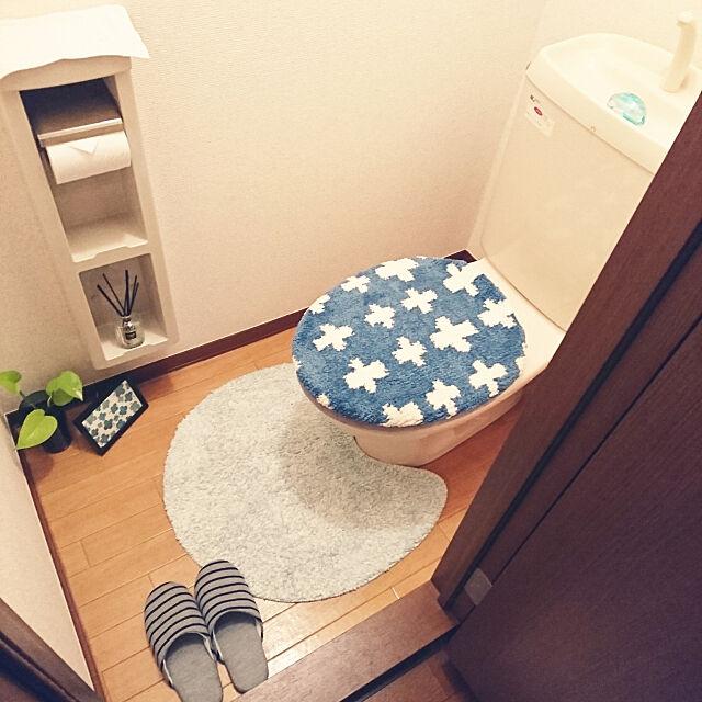 Bathroom,観葉植物,1K,1人暮らし,ポトス,いつもいいねありがとうございます♡,ニトリトイレマット,ダイソートイレカバー Noriの部屋