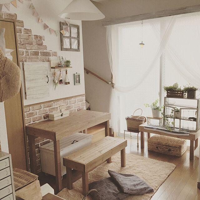 Lounge,観葉植物,リビングのキッズスペース,フレンチカントリー,セリア,賃貸,賃貸DIY,ナチュラル,DIY,戸建て賃貸,ダイソー,カントリー,りんご箱リメイク,リビング学習,学習机,こどもと暮らす。,幼稚園椅子 YunSamamaの部屋