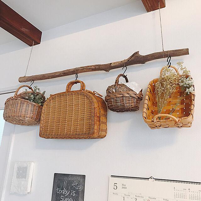 On Walls,アンティーク雑貨,壁面ディスプレイ,カゴ,流木,ドライフラワー,吊るす収納 usagi_homeの部屋