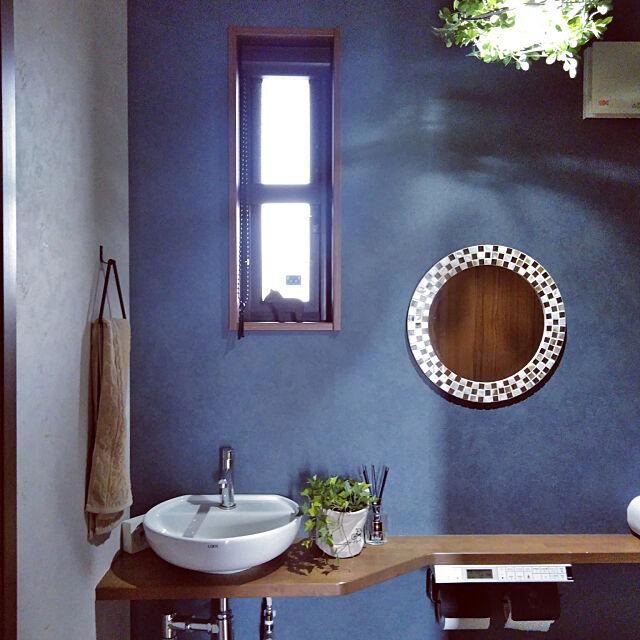 Bathroom,カフェ風インテリア,ヴィンテージ,北欧ヴィンテージ,北欧,グリーンのある暮らし,癒やしの空間,フェイクグリーン,アクセントクロス,造作カウンター,ブルーグレー,落ち着くトイレ,200いいね!ありがとうございます,フォロワーさんに感謝♡,落ち着く空間,いつもいいねやコメありがとうございます♡,ブルー Misakiの部屋