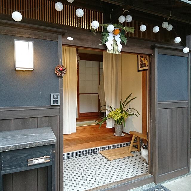 Entrance,日本家屋,古民家,歌川国芳,シンビジウム,花のある暮らし,冷気対策のカーテン,冬じたく,無印良品,IKEA,猫と暮らす,2018.12月 coffee-groundsの部屋