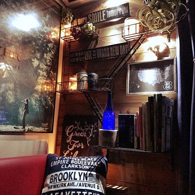 Bedroom,ファイヤーエスケープ,いつもイイね!ありがとうございます♪,cocosorasakuさんプレ企画,フェイクグリーン,チョークアート風,kazooさんのプレート,レンガの洋書,しまむらクッション masu...の部屋