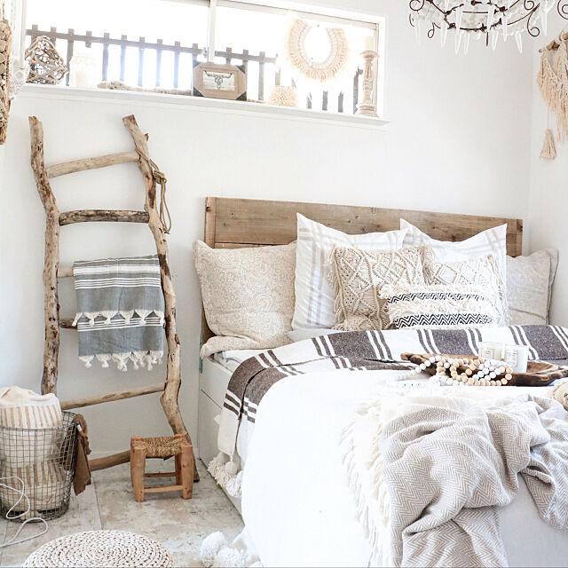 Bedroom,ベッドメイキング,流木DIY,流木ラダー,ポンポンブランケット,自然素材,ボヘミアン,リゾートインテリア,古材DIY,カフェ風インテリア,DIY,ジプシーリゾート,swaro109,アメブロやってます♪,自由な暮らし,カフェ風,BOHO,空間デザイン,古材,Swaro109 vintage,自然素材の自由な暮らし,海外風インテリア,インテリア swaro109の部屋
