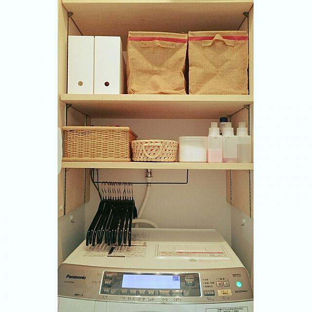 洗濯機周り,無印良品,無印良品の入浴剤入れ,無印良品のメイクボックス,セリアのウォールバー,セリア,ハンガー収納,ニトリのファイルボックス,無印のかご,My Shelf shiokoの部屋