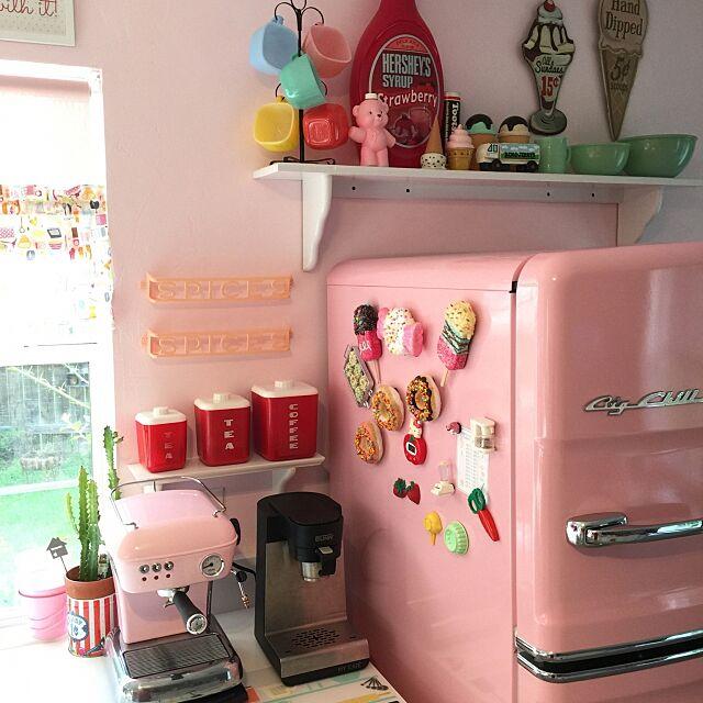 Kitchen,レトロ,ピンク,アスカソ,ドリームアップ,ミルクガラス,ラストロウエア,カフェコーナー,エスプレッソマシン,コーヒーメーカー,BUNN,冷蔵庫,グラスベイク,グラスベイクリプトンスープマグ,ジェダイ,ピンクピンクピンク,家電,ascaso Kozuの部屋