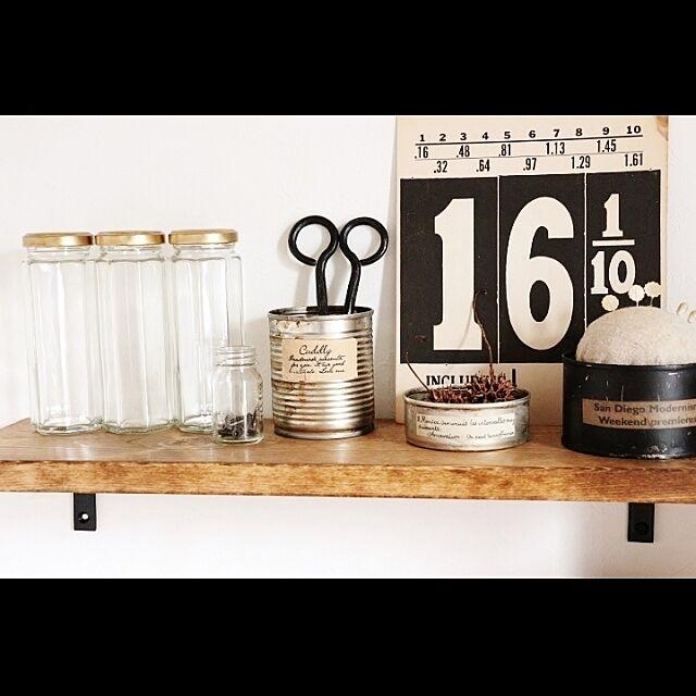ウォールシェルフ,ジャムの空き瓶,プラスサイン,リメイク缶,端材で,薬の空き瓶,錆びたはさみ takimoto-manamiの部屋
