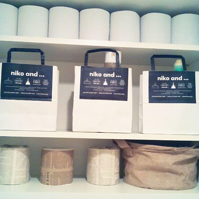 Bathroom,現在♥,好きなショッパー♥,niko and ...,うちのトイレ収納♥,いいね♥700人感謝です♥,ペーパーバック活用法,ペーパーバック収納,〇,magに掲載されました✨,RoomClip mag,❤mag掲載ピック❤ heart.emiemi57.whiteの部屋