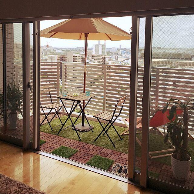 ラグ,IKEA,人工芝,パラソル,観葉植物,バルコニー,ウッドデッキ,Kitchen tossiの部屋