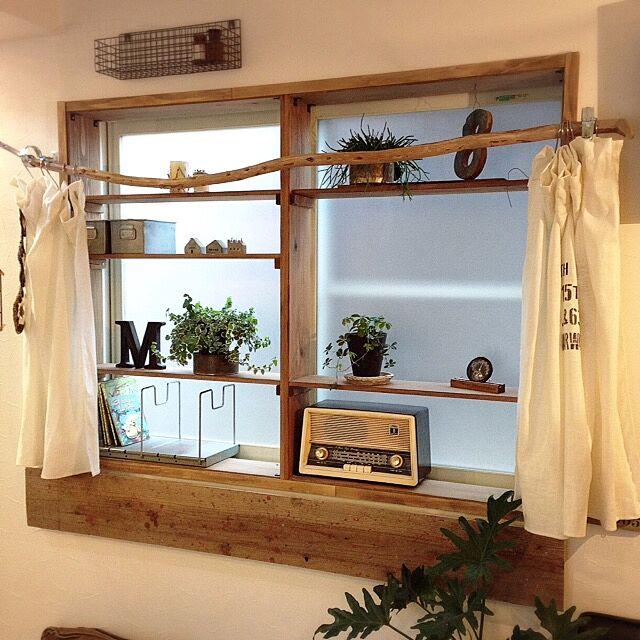 リフォーム気分で部屋の印象UP!「古材風窓枠DIY」by 8kosan.さん