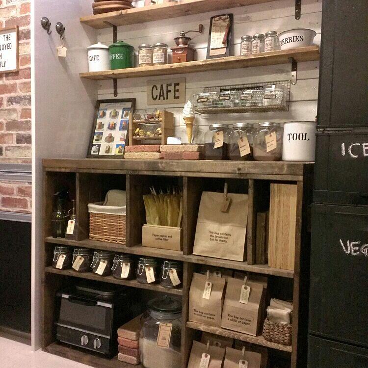 コーヒー・紅茶をお洒落に収納。素敵なカフェスペース10選